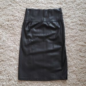 Black Aritza Leather Skirt